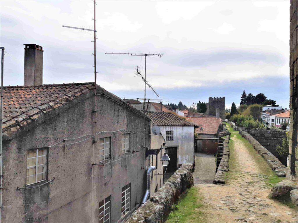 城壁の上の徒歩スペース