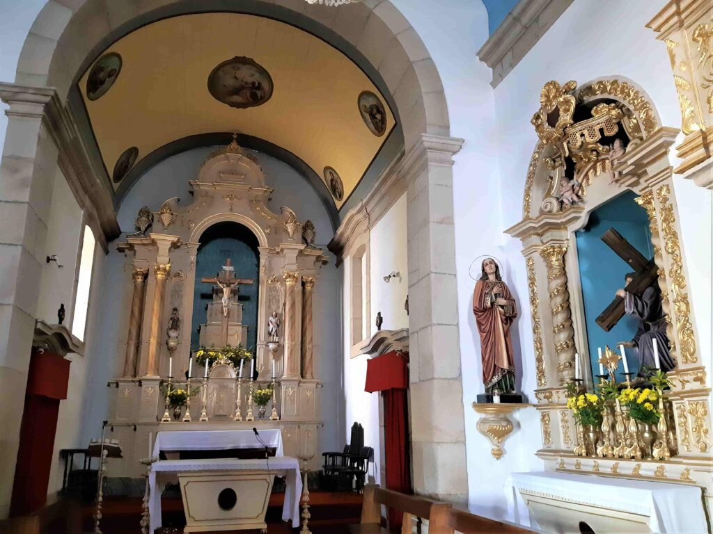 教会内部の祭壇