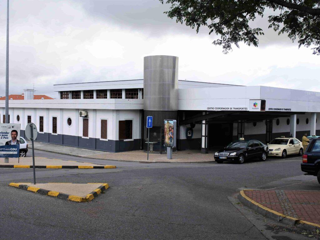 グアルダのバスターミナルの建物