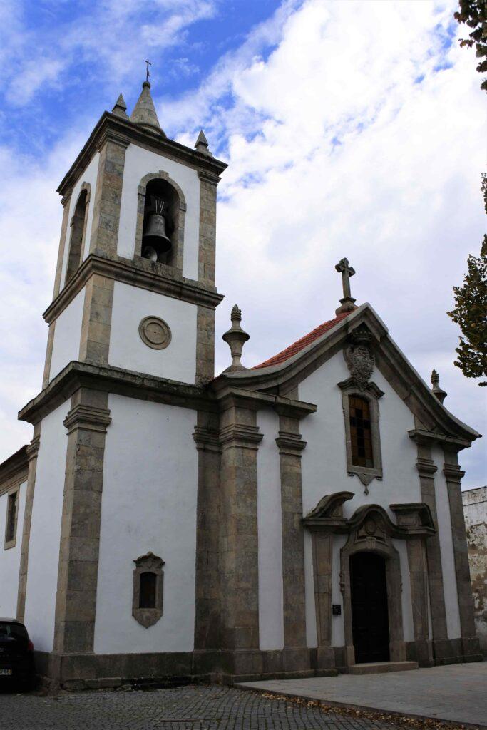 鐘楼のある教会建物