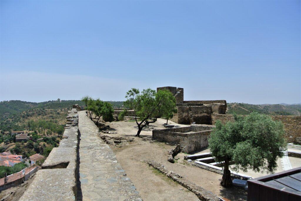 メルトラ城壁上の徒歩スペース