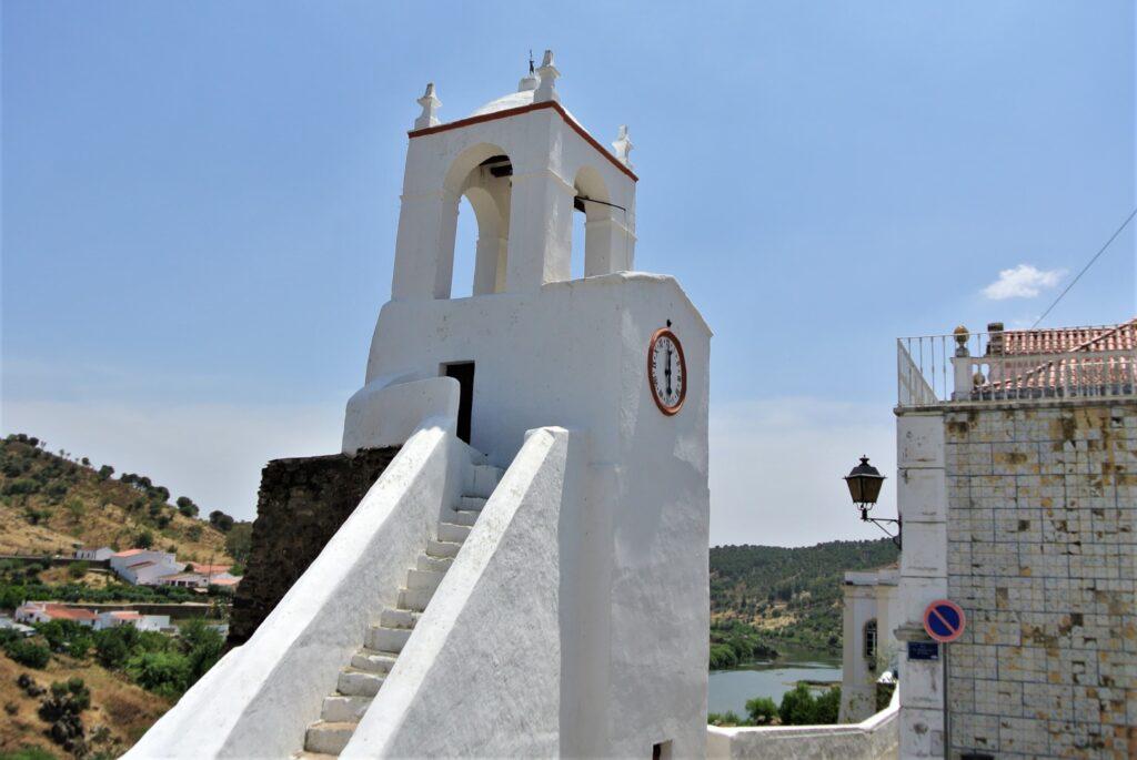 白壁の時計台