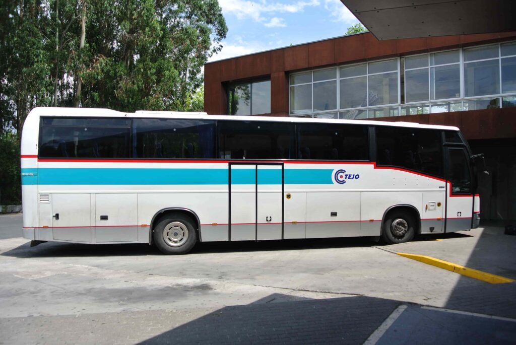 TEJO社のバス