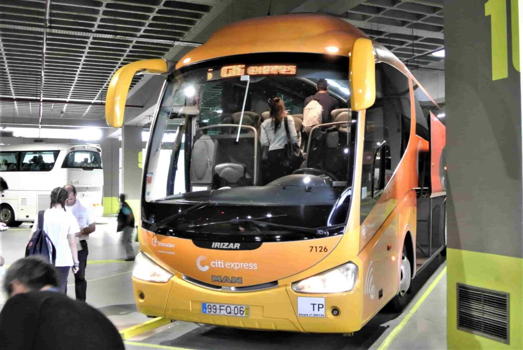 CITY EXPRESSのオレンジのバス