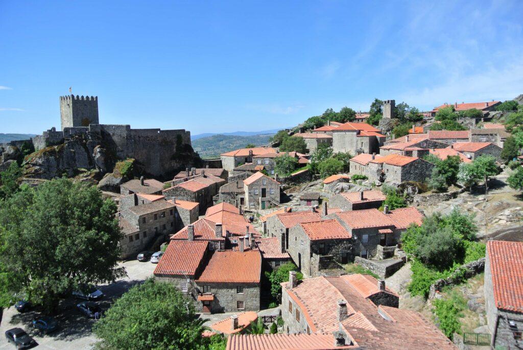 裏山から見るソルテーリャ城とソルテーリャの町並み