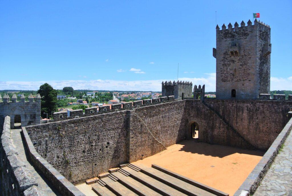 塔外観 塔上部にポルトガル国旗