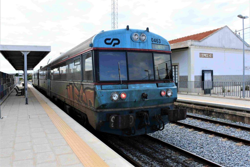 シルベスに到着した列車車両