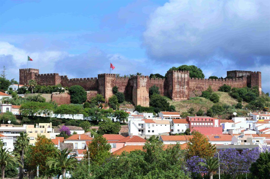 赤い壁のシルベス城